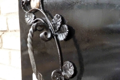 Кованая дверная ручка